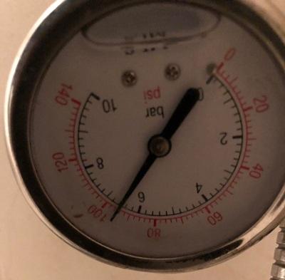 שעון לבדיקת לחץ מים